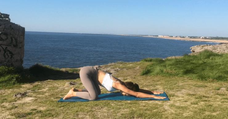 yoga pour le dos posture enfant facile